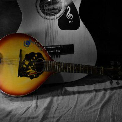 Foto Gitarre und Mandoline